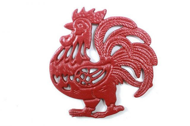 Rustic Red Cast Iron Rooster Shaped Trivet 8