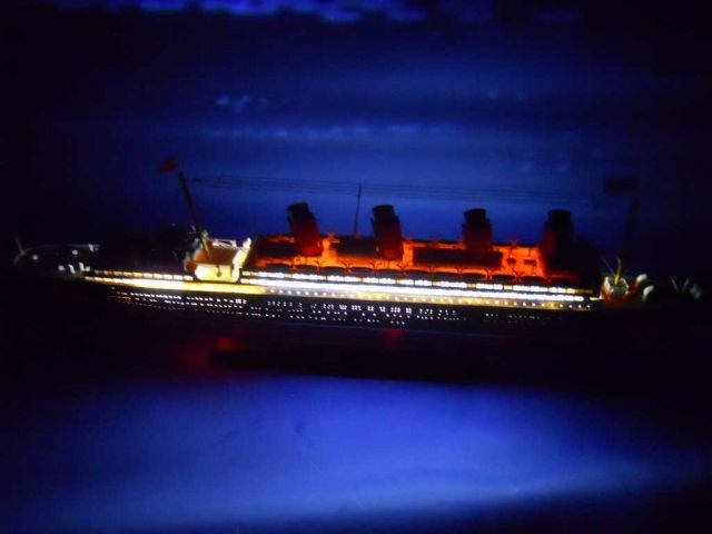 RMS Lusitania Limited Model Cruise Ship with LED Lights 30