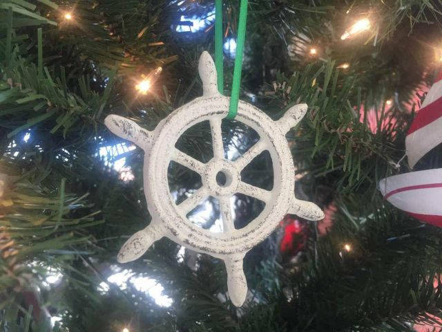 Whitewashed Cast Iron Ship Wheel Decorative Christmas Ornament 4