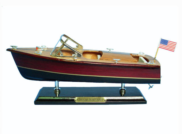 Wooden Chris Craft Triple Cockpit Model Speedboat 14