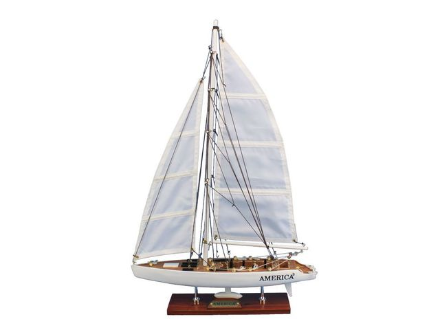 Wooden America<sup>3<-sup> Model Sailboat Decoration 23