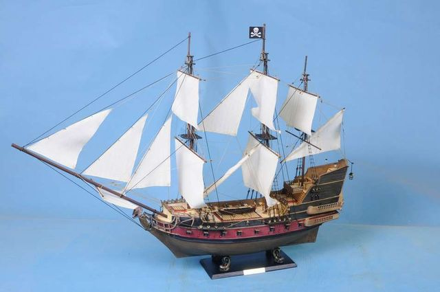 Captain Kidds Black Falcon 36 - White Sails