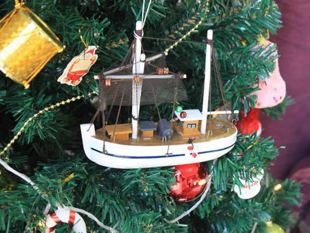 Wooden Fishing R Us Model Fishing Boat Christmas Tree Ornament