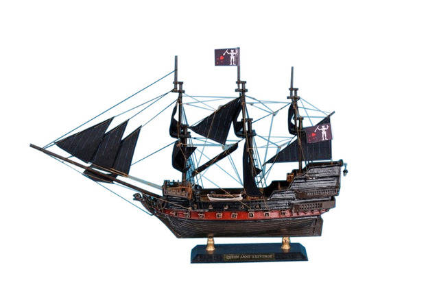 Blackbeards Queen Annes Revenge Limited Model Pirate Ship 15