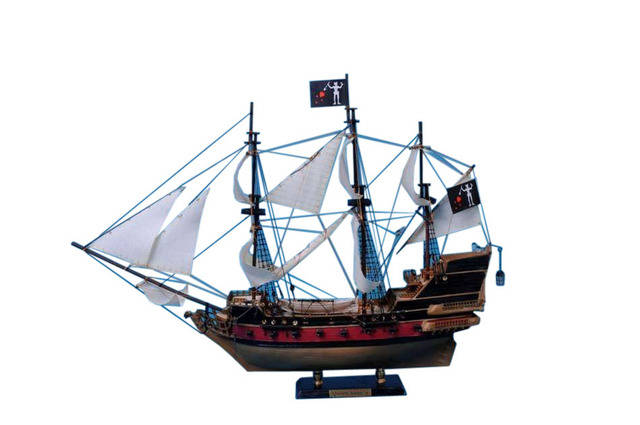 Blackbeardandapos;s Queen Anneandapos;s Revenge Model Pirate Ship 24 - White Sails