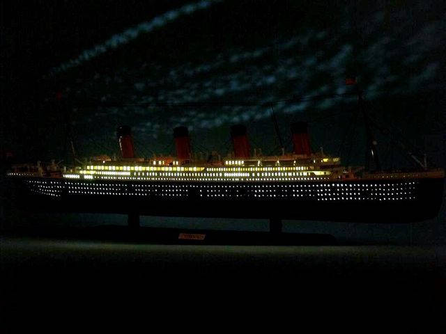 RMS Titanic Limited Model Cruise Ship 40 w- LED Lights
