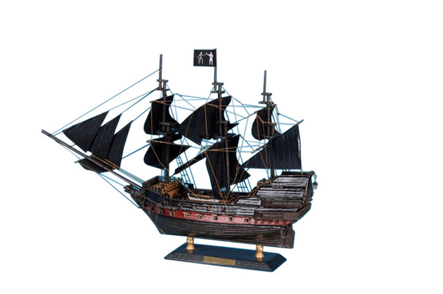 Black Bartandapos;s Royal Fortune Limited Model Pirate Ship 15