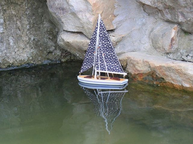 Wooden It Floats 12 - Small Stars Floating Sailboat Model