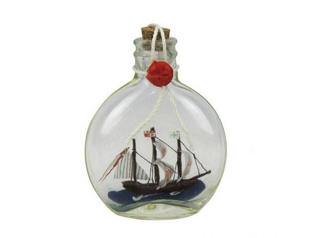 Santa Maria Model Ship in a Glass Bottle 4