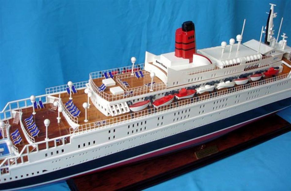 Buy Queen Elizabeth 2 40 Model Ships