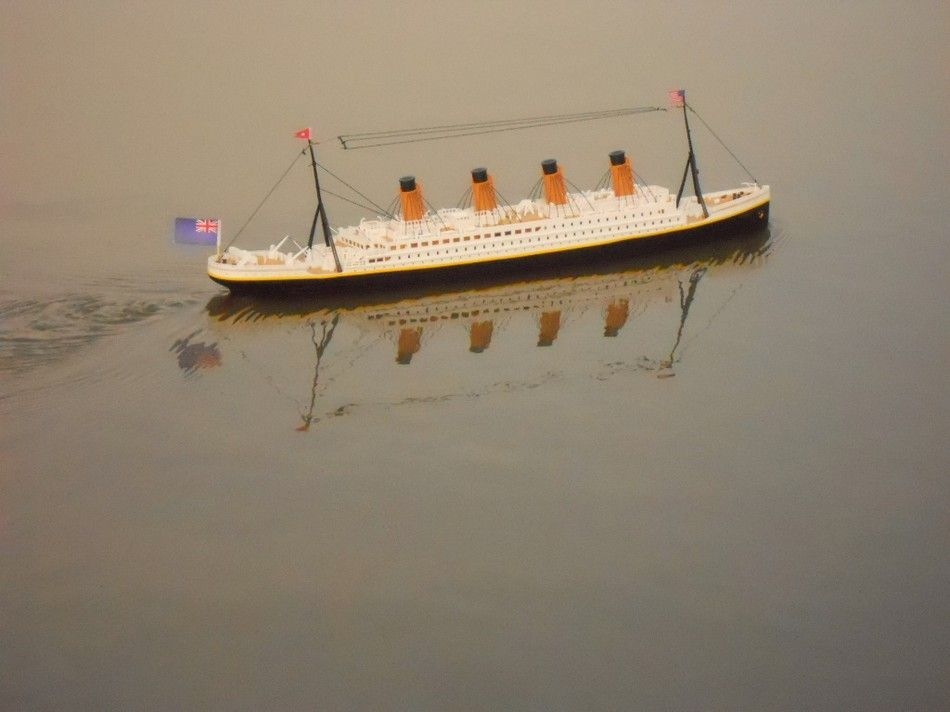 Toys R Us Titanic Model : Buy ready to run remote control rms titanic inch with