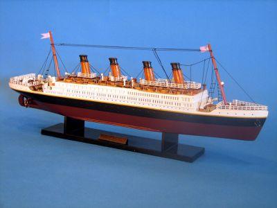 Famous Ships - Titanic Model