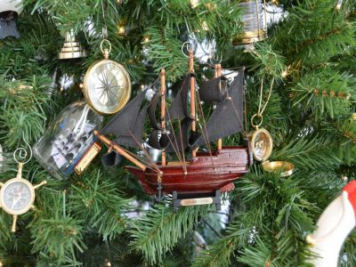 Wooden Queen Anne\'s Revenge Model Ship Christmas Tree Ornament